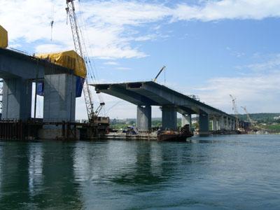 Сотрудничество ученых и строителей - залог надежности объектов дорожно-мостового строительства в Москве.