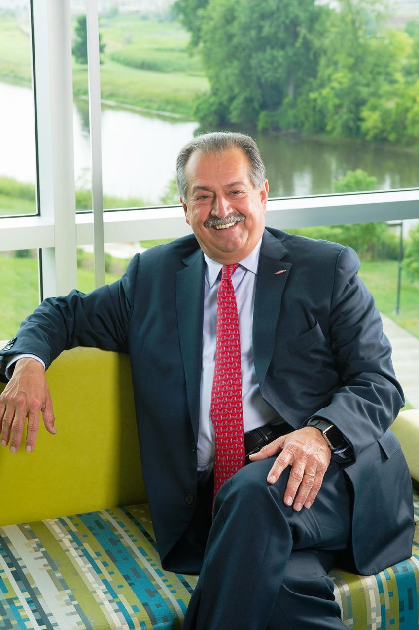 Трамп назначил главу Совета производителей США, им стал CEO Dow Chemical - Эндрю Ливерис