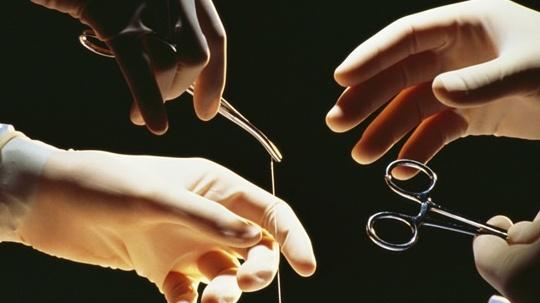 Российские ученые изобрели биоразлагаемый шовный материал