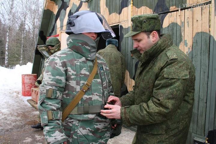 В российскую армию поступили первые защитные костюмы Сокол