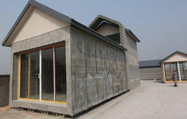 китайская компанияWinSun разработала3D-принтер для строительства домов с возможностью при помощьи компьютера корректировать конструкцию возводимого дома