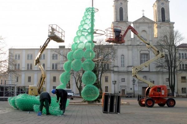 елка из пластиковых бутылок в Каунасе