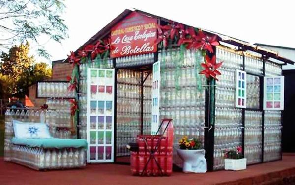 уникальные здания: Дом из пластиковых бутылок в Пуэрто-Игуасу (Аргентина)