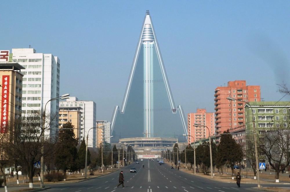 уникальные здания: Здание отеля Ryugyong (Рюгён) в Северной Корее