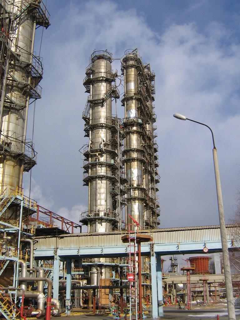 Строительство Тобольск-Полимера успешно продолжается – уже установлена колонна деэтанизатора