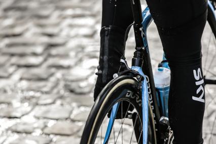 Композиты в велоспорте - pinarello dogma K8-S по брущатке