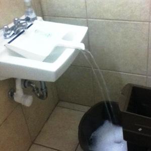 удобно набрать воды из-под крана