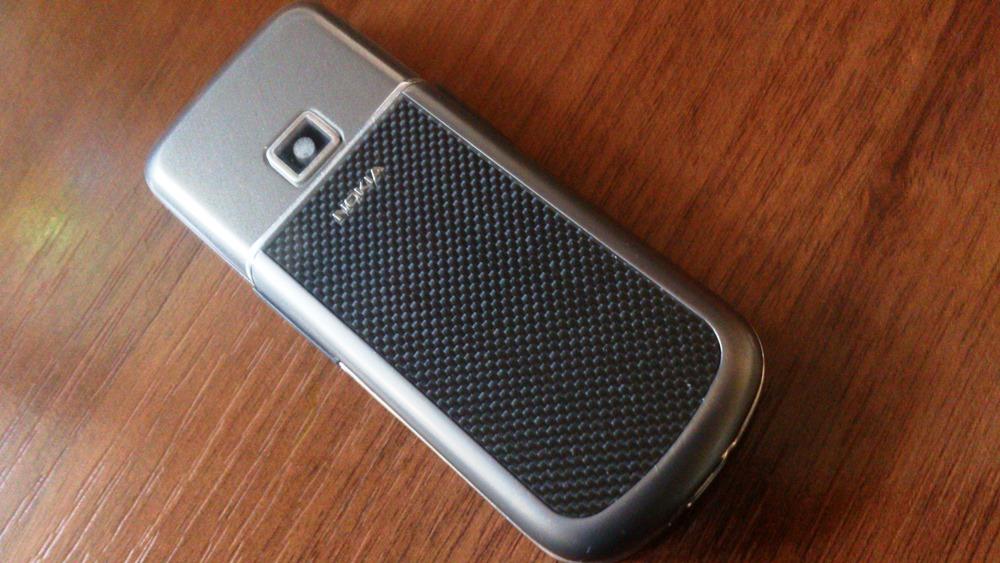 применение композитов из углеродного волокна в быту - сотовый телефон