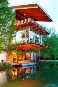 Шикарный дом у воды