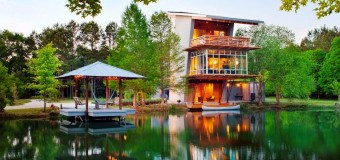 Шикарный дом у воды, полностью автономный и энергоэффективный!