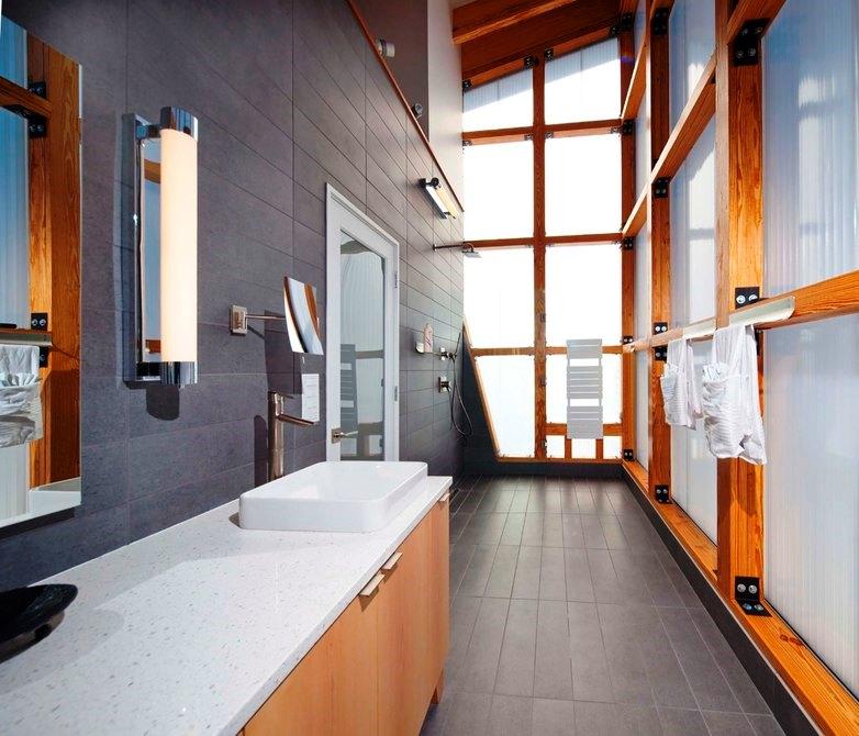 Шикарный дом у воды- - ванная комната и остекление