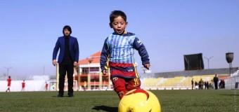 Мальчик в джерси Месси из пакета получит стипендию и образование в Европе. Новые подробности нашумевшей истории