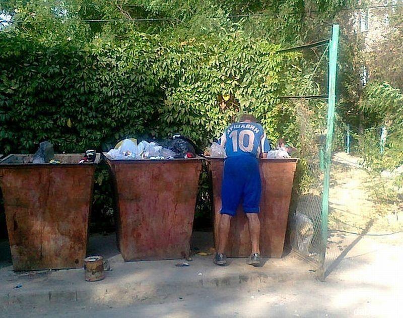 Murtaza Ahmadi malchik v mayke Messi iz paketa vs Arshavin