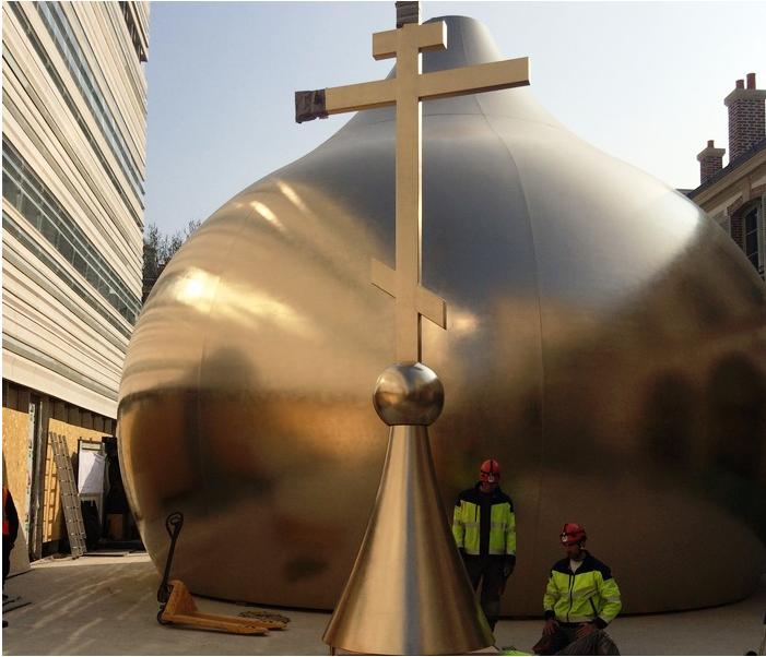 композитные купола православной церкви покрыли золотом и установили в Париже!