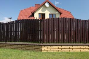 металлический забор с полимерным покрытием