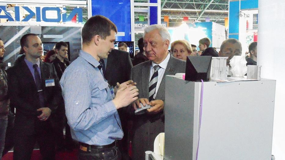 Обзор 3D принтера M3 DUO - презентация профессионального принтера на TIBO 2015 Михаилу Мясниковичу