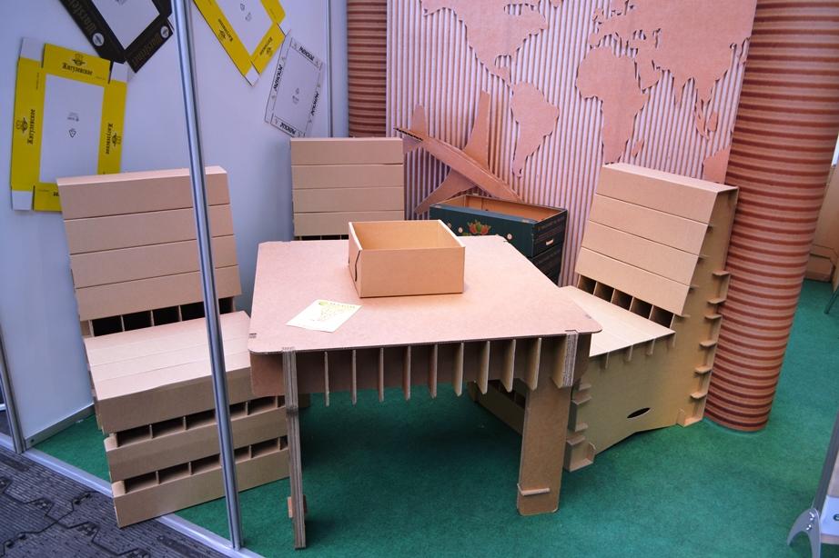 мебель из картона - стол и стулья из картона