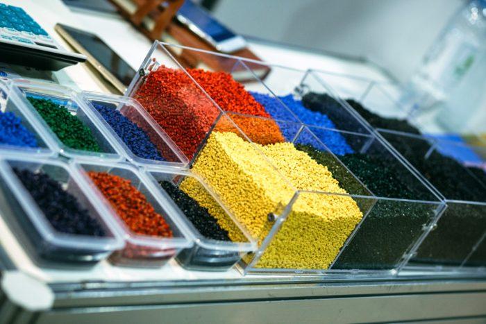 Росмолд и Роспласт 2017 - подводим итоги, фото: пластики и полимеры в гранулах