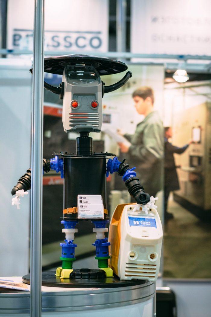 Росмолд и Роспласт 2017 - подводим итоги, фото: робот из пластика