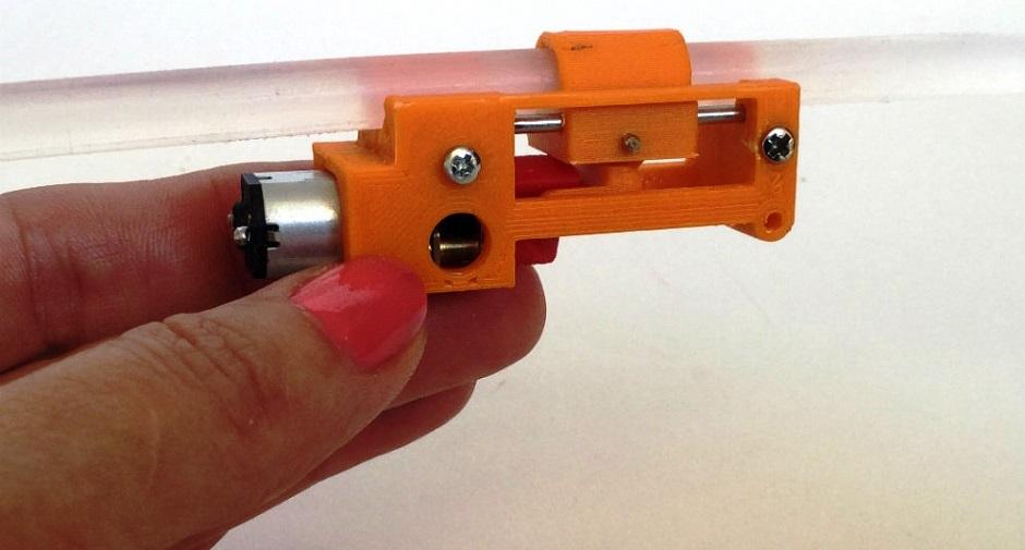Отчет о том, как сделать клеевой пистолет при помощи технологии 3d-печати. Комментарии, фото и видео, справка по использованным материалам и 3д-принтеру