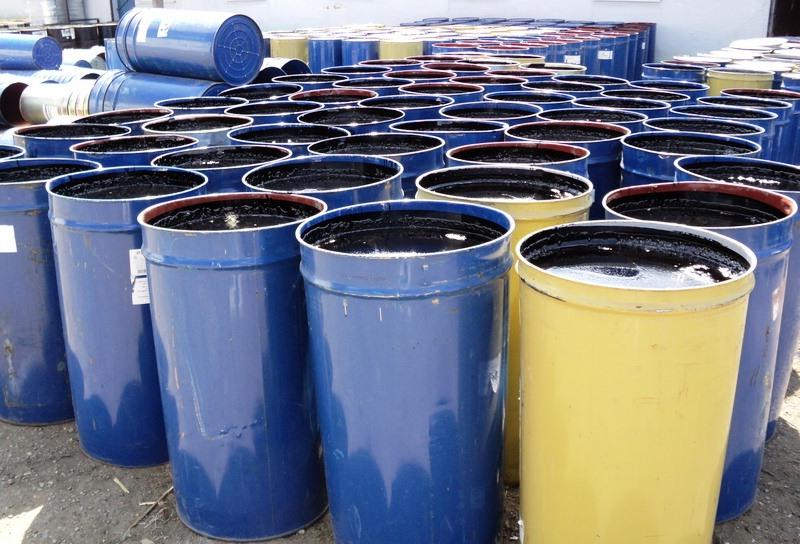 В России выпускаются разнообразные битумные смеси, они незаменимы при ремонте дорог, используются при проведении кровельных работ, обеспечивая герметичность и влагостойкость покрытия