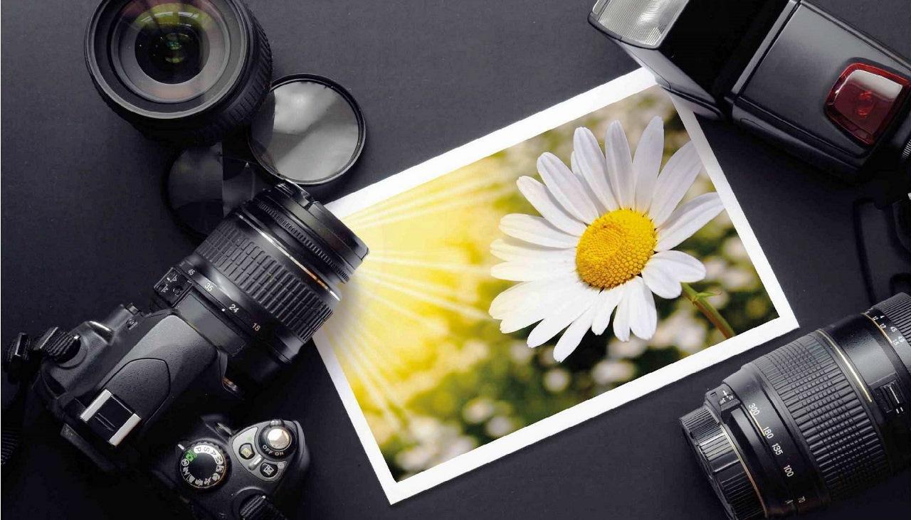 При распечатывании фотографий используется специальный тип бумаги, обладающий свойствами, для четкой передачи картинки с цифрового изображения.