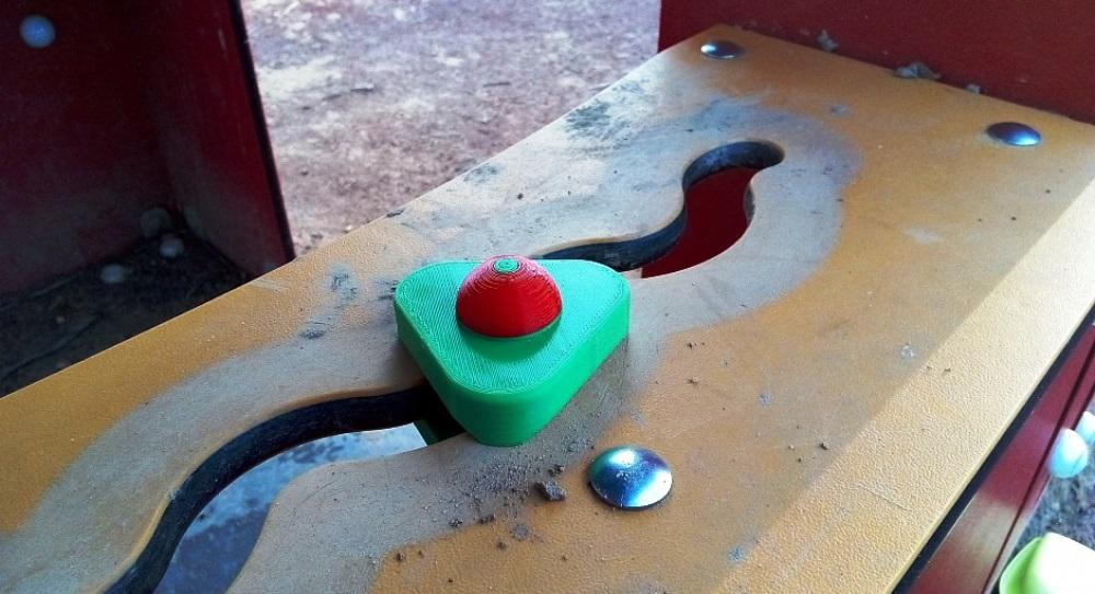 Ремонт детского домика М7000 при помощи 3d-принтера: В итоге ремонт получился во всех отношениях легким: сломанная часть легко моделируется, легко печатается, сама по себе легкая и ставится легко. Остается только понять, как долго продержится новая деталь. После: