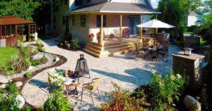 оформление двора частного дома: чтобы территория выглядела ухоженной, все должно быть выдержано в одном стиле и гармонично дополнять друг друга