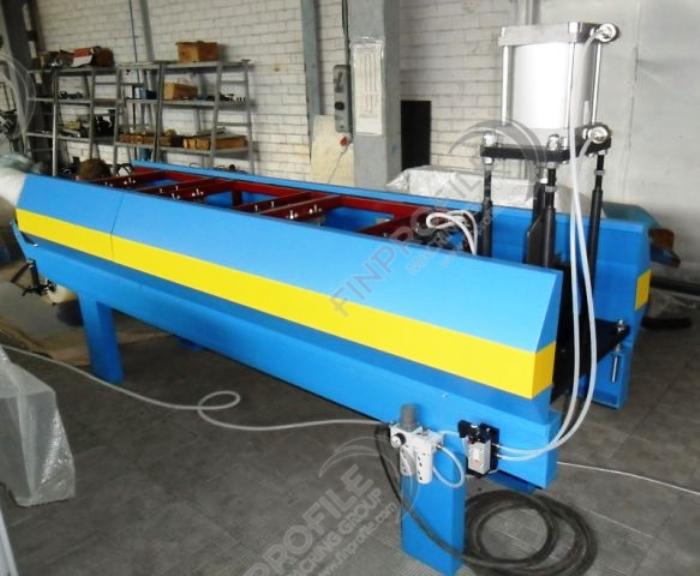 Оборудование для производства водосточных труб может формировать различные изделия из оцинкованной стали 0,5-0,6 мм толщиной и металлов с лакокрасочным покрытием с декоративно-защитными функциями. Может производить