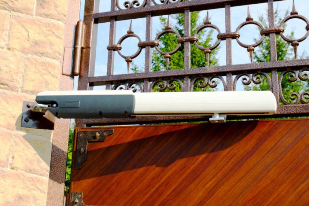 Тема нашего специального репортажа сегодня:шлагбаумы и автоматика для распашных ворот. Обсуждаем эту тему с экспертами - сотрудниками одной из профильных белорусских компаний, поставляющих данную категорию оборудования на местный рынок.