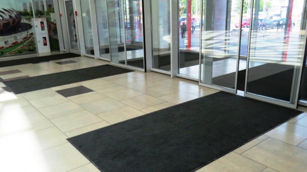 Использование сменных ковров - залог чистоты, удобства и даже безопасности любого общественного здания с высокой проходимостью