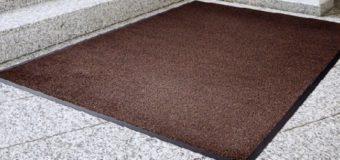 Особенности выбора ковров для защиты от грязи в банке