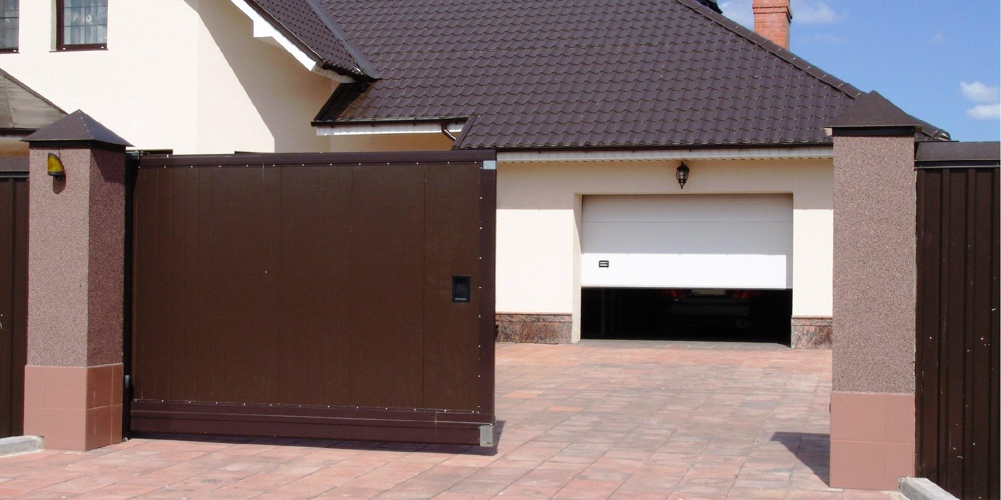Гаражные и уличные ворота – тема материала в рамках которого мы внимательно изучим типы данных вариантов оградительных конструкций, а также их особенности.
