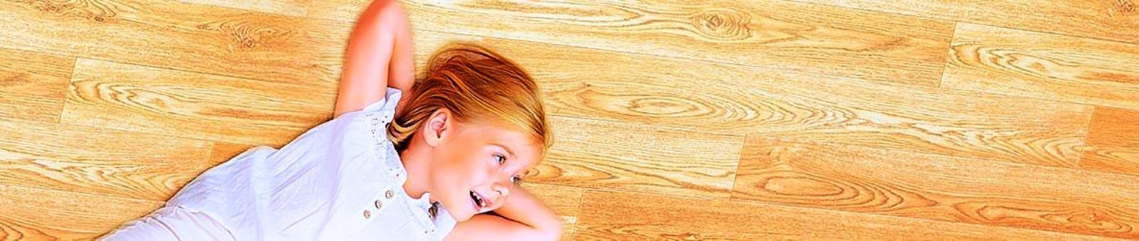 Сегодня поговорим о таком варианте покрытия пола, как паркет, впитавший в себя не только многолетние традиции и историю, но и самые передовые достижения в области лакокрасочных покрытий и прочих химических веществ, призванных сделать конструкцию еще более привлекательной внешне и прочной - внутренне.