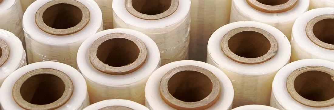 Раньше для защиты использовались старые тряпки, газеты и прочие материалы. А в наши дни существует такой универсальный материал, как стрейч-пленка, применение которого гарантирует отличную упаковку практически для любого вида грузов.