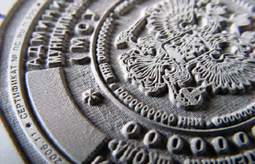 Создание штампов и печатей методом лазерной гравировки – весьма инновационный технологический процесс и тема нашего сегодняшнего специального репортажа.