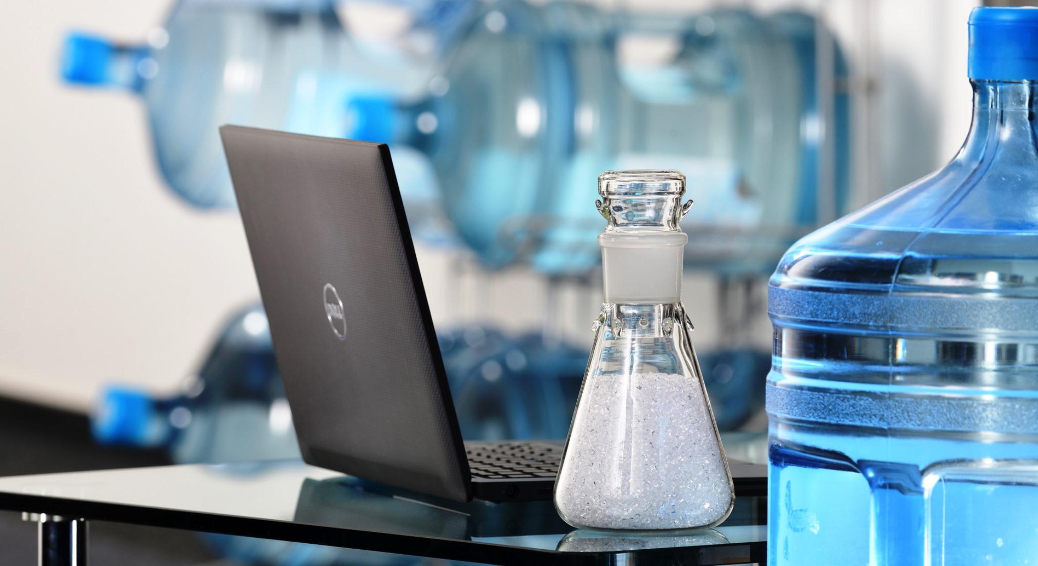 Крышки для ноутбуков из использованных пластиковых бутылок разработали специалисты компанииLANXESS. Подробности о разработке, фото.