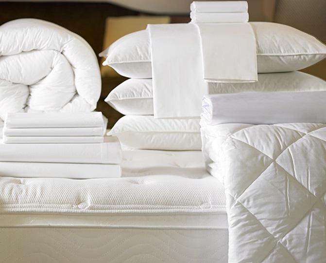 постельные принадлежности из натуральных и синтетических материалов