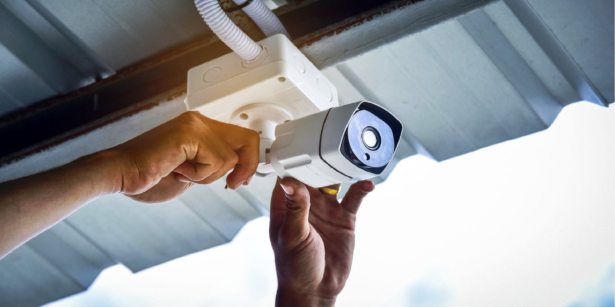 Установка систем видеонаблюдения - тема материала, актуального не только для владельцев нефтехимических предприятий, но и для рядовых пользователей