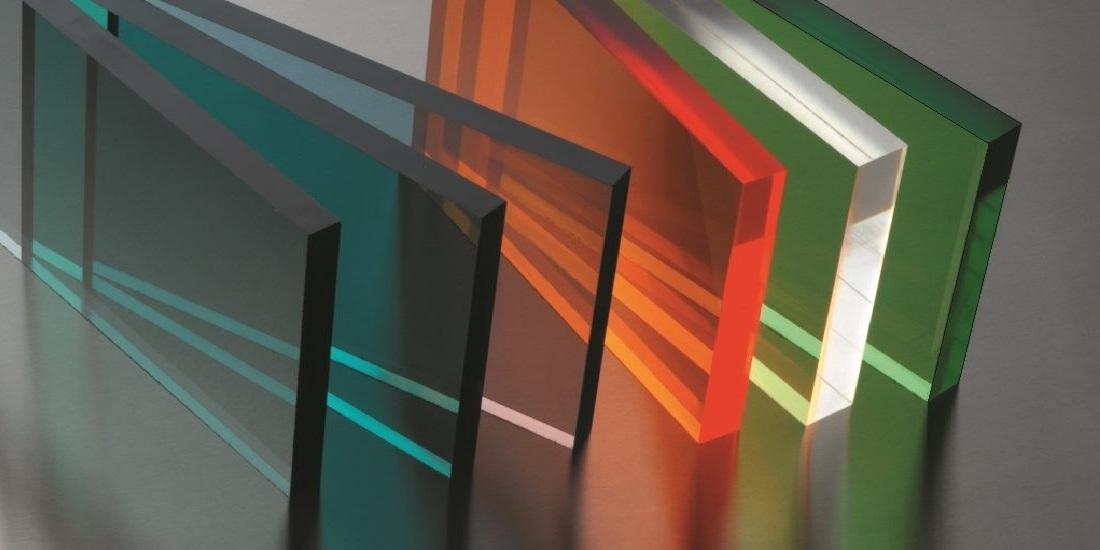 Обсудиморгстекло - отличный и весьма универсальный материал, который, благодаря своим свойствам, активно используется сразу по нескольким направлениям