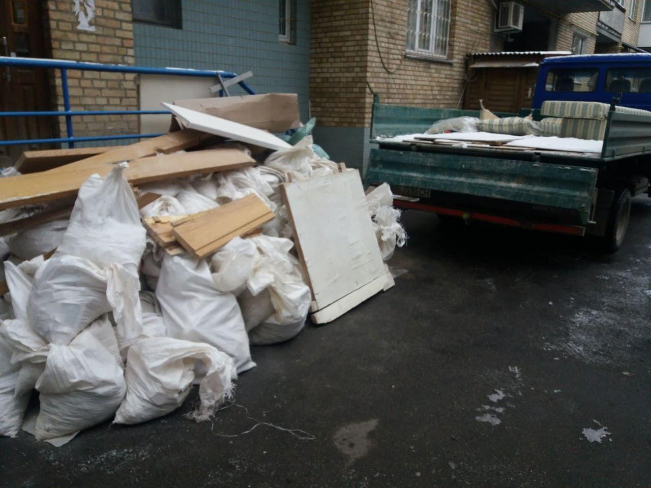 Мы пообщались с сотрудниками компании, которая предоставляет своим клиентам такую услугу, каквывоз строительного мусора и узнали про особенности процесса